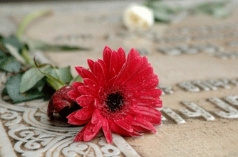 why-do-we-place-flowers-on-gravesites-photo.2